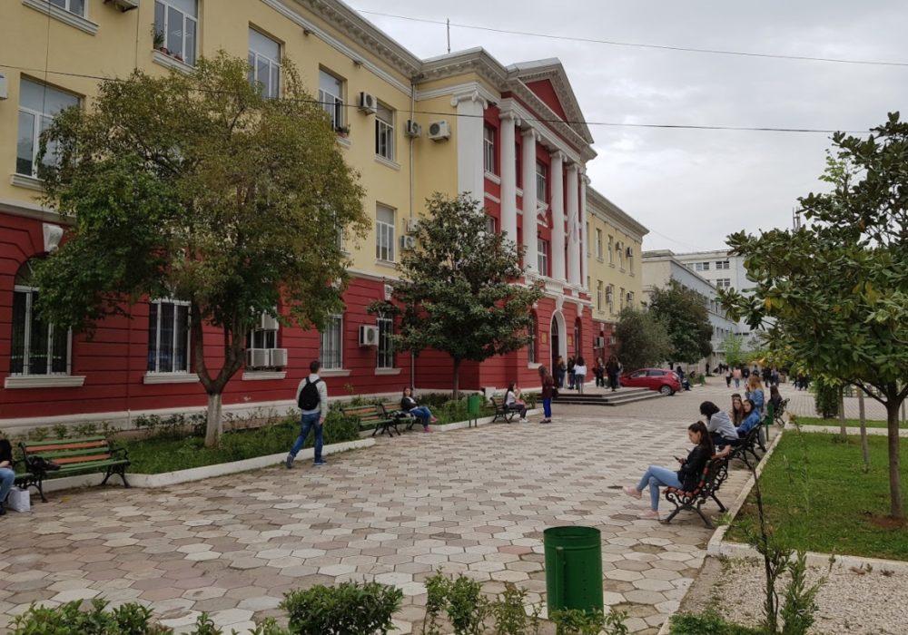 Sondazhi/ Gazetarët nuk paguhen gjatë provës, në kundërshtim me ligjin