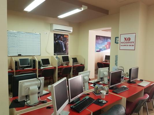 Brokerimi në internet, skema mashtruese ku kontribuojnë mijëra shqiptarë