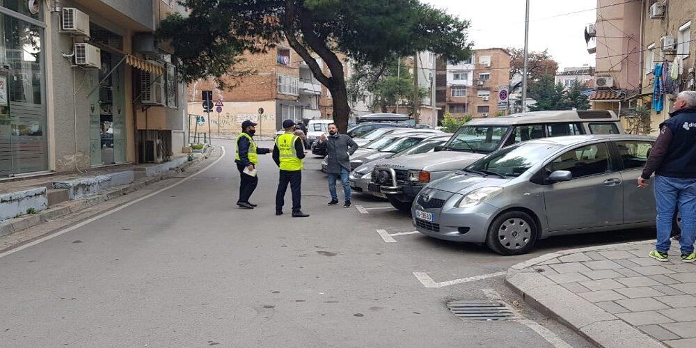 Në kërkim të një parkimi në Tiranë, falas vetëm për 1 përqind të shoferëve