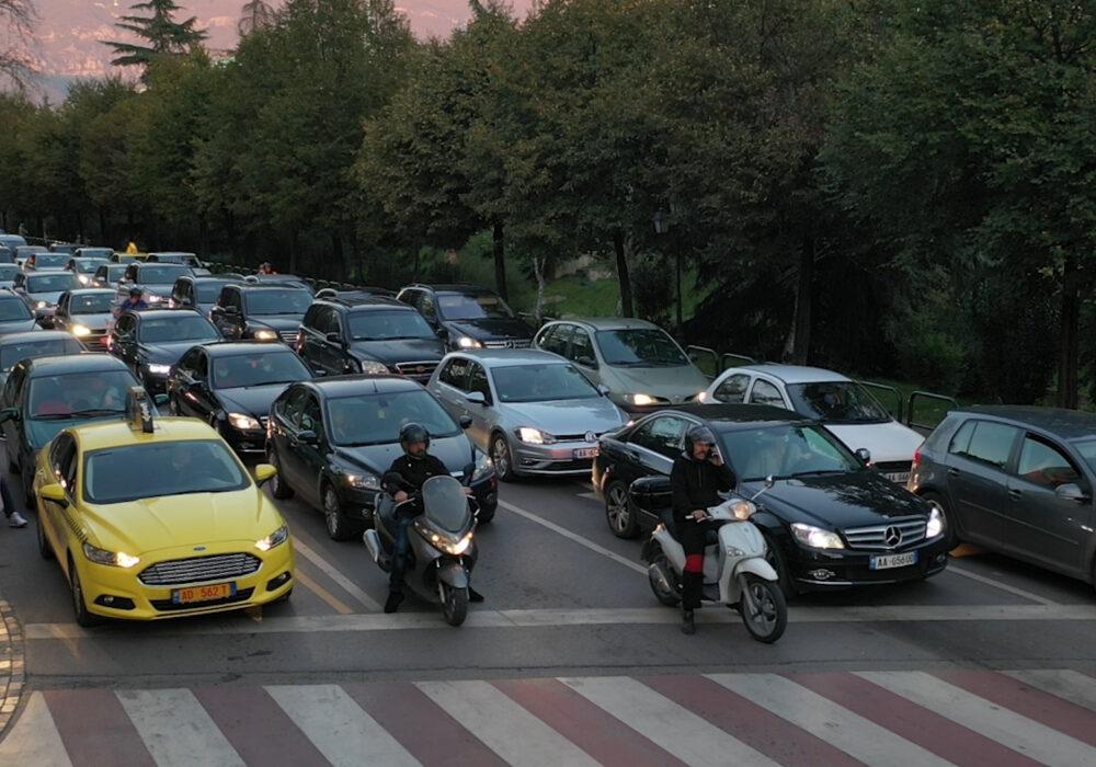 """Tirana Parking në 3 vite """"zaptoi"""" më shumë se 70% të parkimeve publike të kryeqytetit"""
