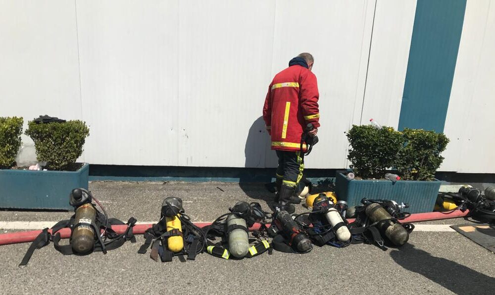 """Iu dhanë dekorata për tërmetin, por nuk u japin rrogën. """"Digjen"""" zjarrfikëset, institucionet ja hedhin fajin njëri-tjetrit"""